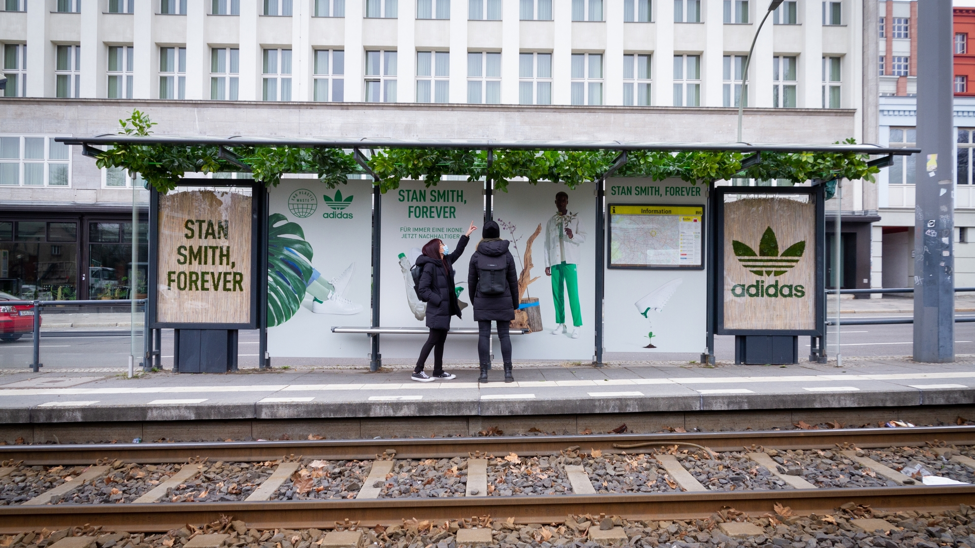 Graffiti with moss: the sustainable way to advertise